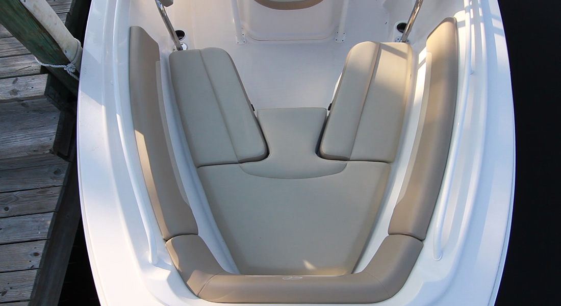 220 Center Console - Bow Cushions Installed